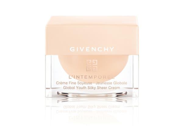 Crema de Día de L''Intemporel. Ideal para todo tipo de pieles, se aplica de mañana y/o de noche en el rostro y el cuello con movimientos ascendentes. $3530, Givenchy.