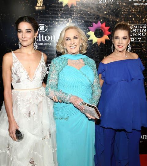 Tres generaciones, Juana, Mirtha y Marcela Tinayre, del blanco al azul. Foto: Gerardo Viercovich
