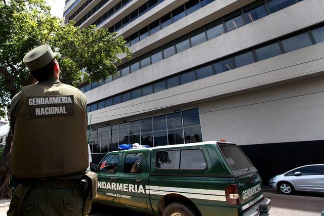 Gendarmes allanan la sede de Cablevisión en Barracas