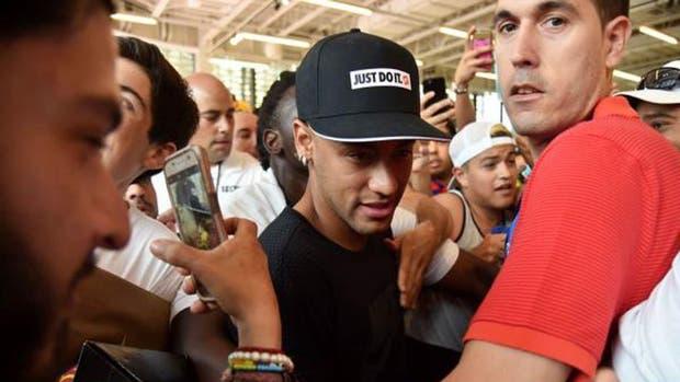 Neymar seguiría su carrera en PSG