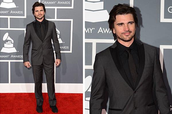 Juanes, en total black, con traje, camisa y corbata oscuros. Foto: AFP