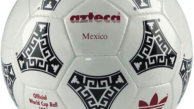 1986, México: otra pelota inolvidable para el fútbol argentino: Azteca con la que Maradona hizo la mano de Dios y el inolvidable gol a los ingleses. Foto: Archivo