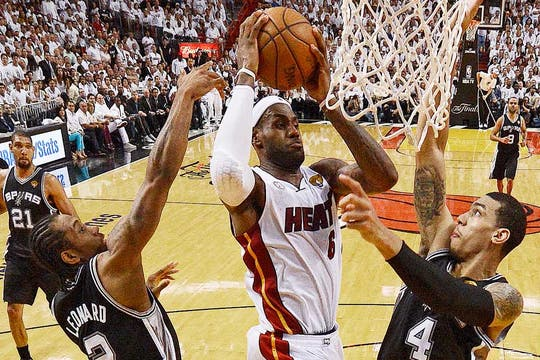 Las mejores postales del séptimo juego entre Miami y San Antonio. Foto: Reuters