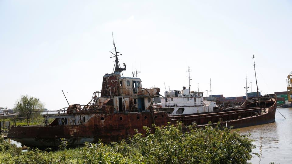 Los barcos abandonados también serán removidos. Foto: LA NACION / Silvana Colombo