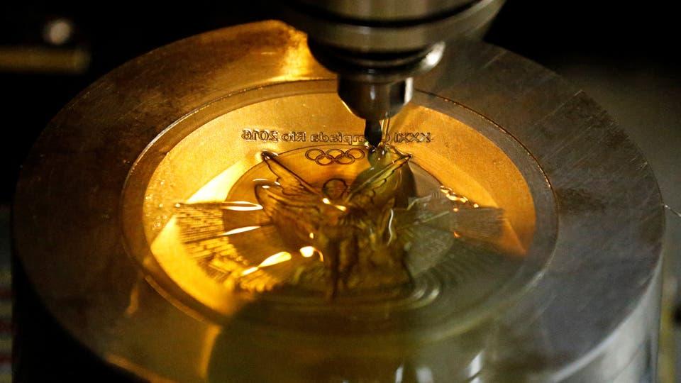 En la Casa de la Moneda de Brasil, se fabrican las medalla que se entregarán en los Juegos olímpicos. Foto: Reuters / Sergio Moraes