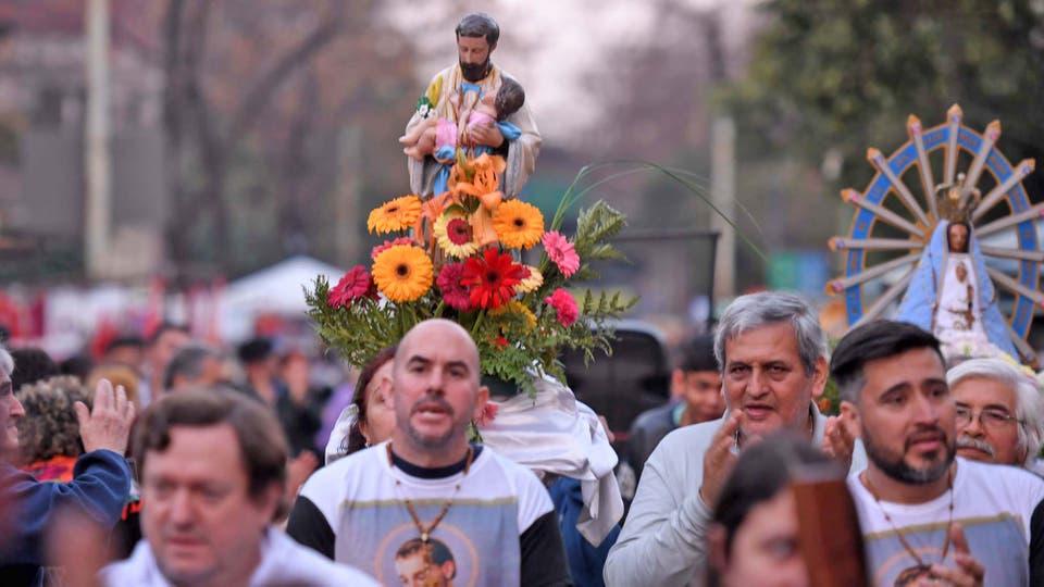 Día de San Cayetano: marchan hasta Plaza de Mayo en reclamo de la sanción de la ley de emergencia alimentaria. Foto: Télam