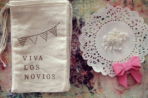 También vienen en blanco y negro y con inscripciones típicas. Foto: Gentileza Wedding Factory