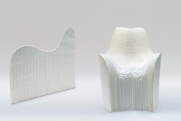 Honey-pop, de Tokujin Yoshioka: sillón de papel prensado en forma de panal de abeja. Se puede modelar adoptando la forma de un sillón y al final de su vida útil se degrada fácilmente .
