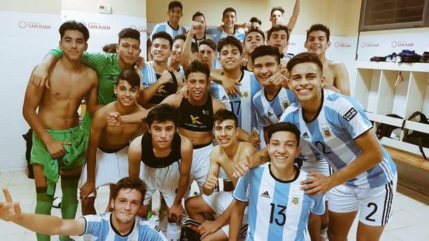 La Selección Sub 15 en el festejo tras la clasificación