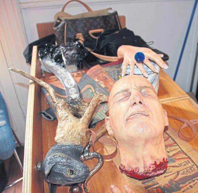"""Sangre, restos humanos y algunas otras """"monstruosidades"""" son parte de los trucos de La momia"""