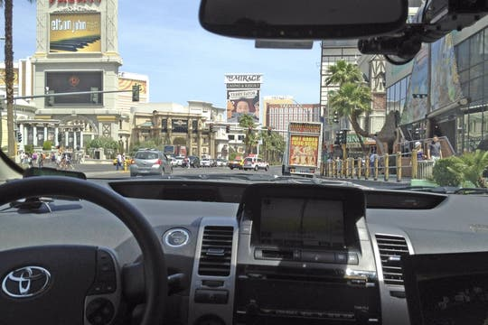 El interior del ToyotaPrius, equipado con sensores especiales y cámaras de video. Foto: Reuters