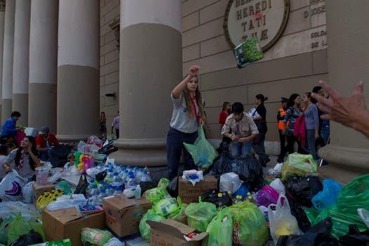 Colecta frente a la Catedral de Buenos Aires. Foto: LA NACION / Anïbal Greco