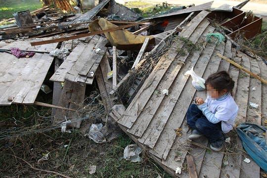 En Villa Elvira, uno de los barrios más pobres de La Plata, las casas quedaron destruidas. Foto: LA NACION / Fabián Marelli