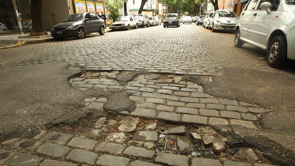 El centro porteño, el lugar más afectado por los baches. Foto: LA NACION / Mauro Alfieri