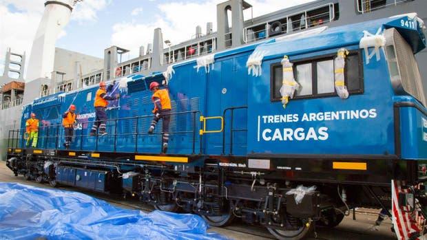En diciembre, compraron locomotoras para el tren de cargas: no se renovaban desde hace 44 años