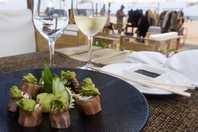 Fish roll con guacamole, en Pez Negro