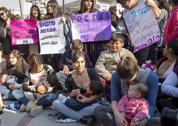 Ayer, la plazoleta del Mástil desbordó de manifestantes