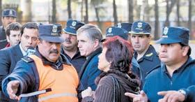 Rodeado de policías, el sacerdote Julio César Grassi se retira de los tribunales de Morón luego de ser condenado