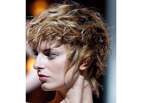 Melenas cortas y bien bombée, peinadas con gel modelador, la propuesta de Jorge Sánchez. Foto: Gentileza L Oreal Professionnel