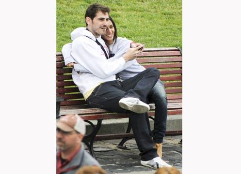 Sara Carbonero disfruto del sol y de la pileta junto al arquero de la selección española. Foto: Hola.com