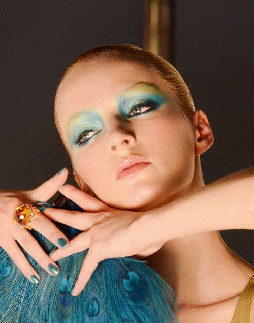 Bird of Paradise by Dior, en azules y verdes exoticos.
