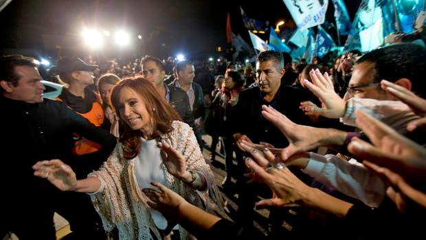 Cristina Kirchner regresa a la Ciudad de Buenos Aires luego de los allanamientos en Santa Cruz