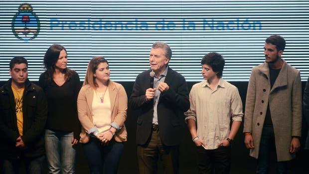 El Presidente presentó un programa de microcréditos para jóvenes