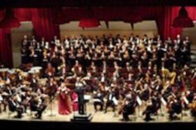La agrupación, el Coro Polifónico y los cantantes solistas