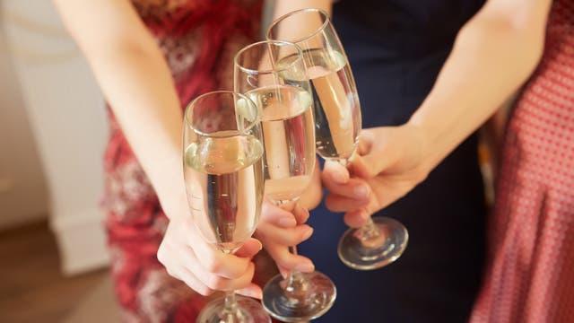 El alcohol puede ser parte de tu alimentación, pero hay que moderar su consumo