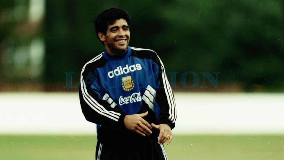 27-6-1994: las últimas horas con la ropa de la selección antes de la sanción de la FIFA.. Foto: LA NACION / Francisco Pizarro