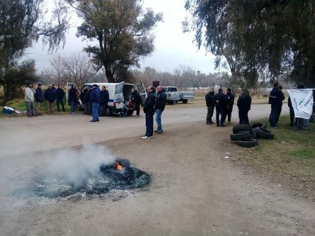 Los trabajadores mantienen una protesta en los accesos de la firma