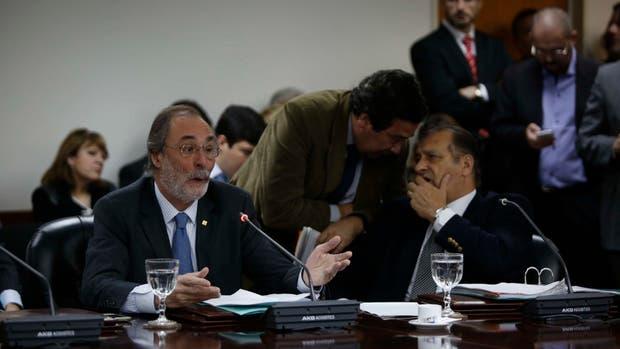Tonelli (Pro) en la sesión del Consejo de la Magistratura; a su lado, Rozas