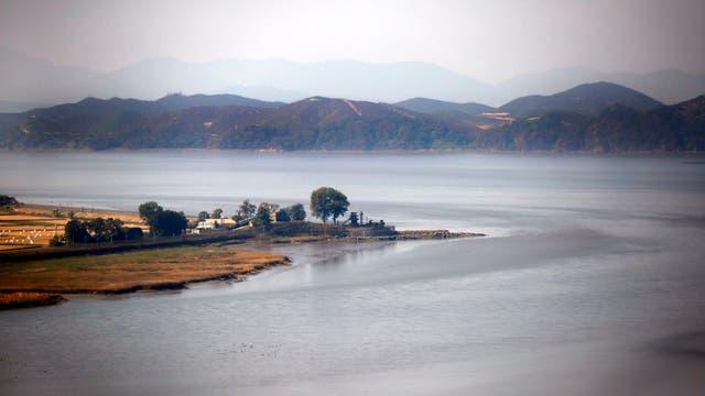 Puesto de control a lo largo de los 238 km de longitud de frontera entre ambas Coreas