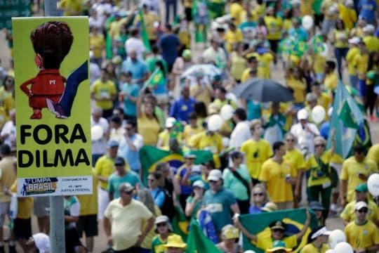 En Brasilia hubo respaldo al juicio político que la oposición promueve contra la presidenta Dilma Rousseff. Foto: EFE