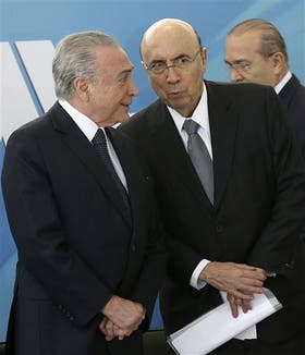 Michel Temer, anteayer, junto a su ministro de Economía, Henrique Meirelles