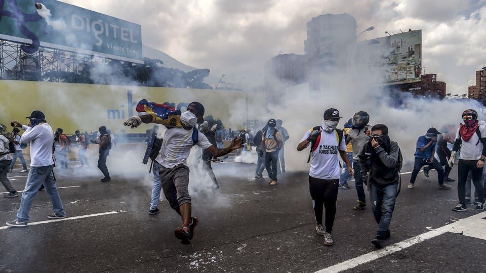 Miles de manifestantes marcharon por Caracas. Foto: AFP / Juan Barreto