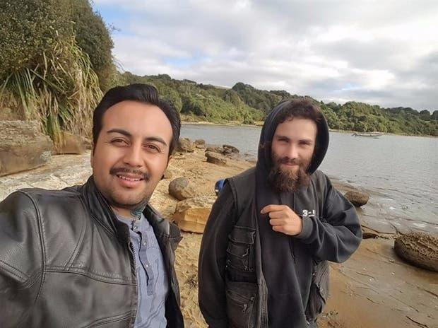Marcos Ampuero, junto a Santiago Maldonado, en la isla chilena de Chiloé