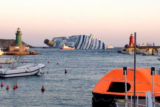 """Una periodista que estaba a bordo describió """"escenas de pánico dignas del Titanic: empujones, gritos, llantos. Foto: AFP"""