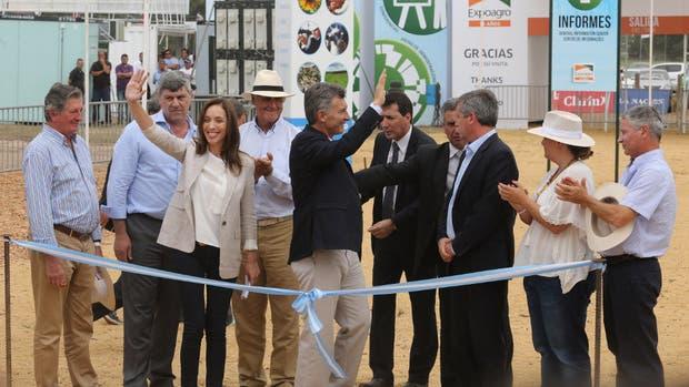 Buryaile, María Eugenia Vidal y Macri, con directivos de La Nacion y Clarín