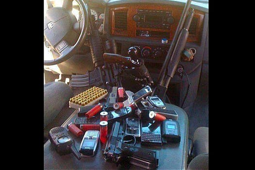 El interior de una camioneta blindada publicada en la cuenta de Twitter @alfredoguzma, que supuestamente corresponde al hijo del Chapo Guzmán, líder del cártel de Sinaloa.. Foto: @alfredoguzma