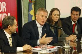 El diputado Francisco de Narváez exponiendo ante la legislatura bonaerense
