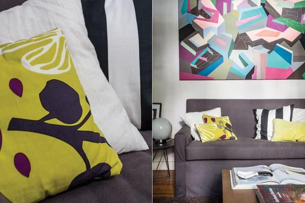 Una forma fácil de levantar esos tonos de base tan gauchos es mediante los almohadones: la combinación en este momento, rayas en blanco y negro (Ikea) y verde lima con motivos orgánicos de un género de la firma finlandesa Marimekko.  /Daniel Karp