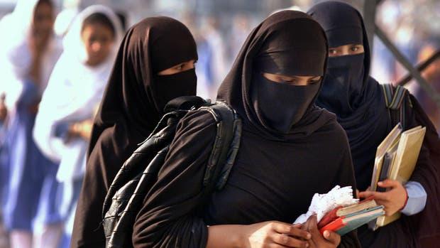 Prohibieron el uso del velo islámico en Quebec