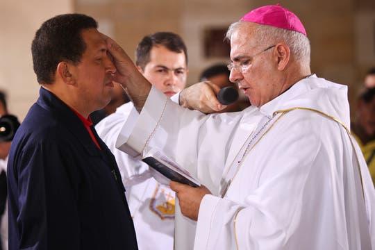"""En julio de 2011 recibió la """"unión de los enfermos"""" del sacerdote Mario Moronta en una ceremonia religiosa. Foto: Archivo"""