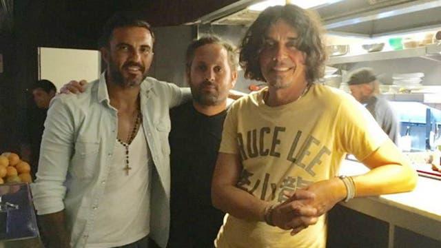 Fabián Cubero, en un estudio de TV, con el Zorrito von Quintiero