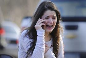 Una mujer busca desesperadamente noticias sobre su hermana