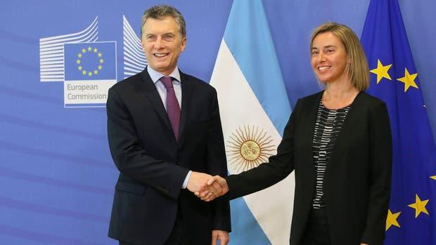 Macri se reúne en Bruselas con una representante de la UE para acercarse al bloque