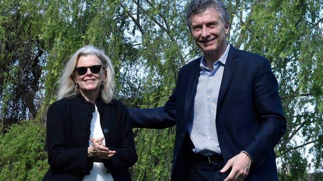 Macri firmó hoy la aceptación de las tierras, de manos de Kristine Tompkins