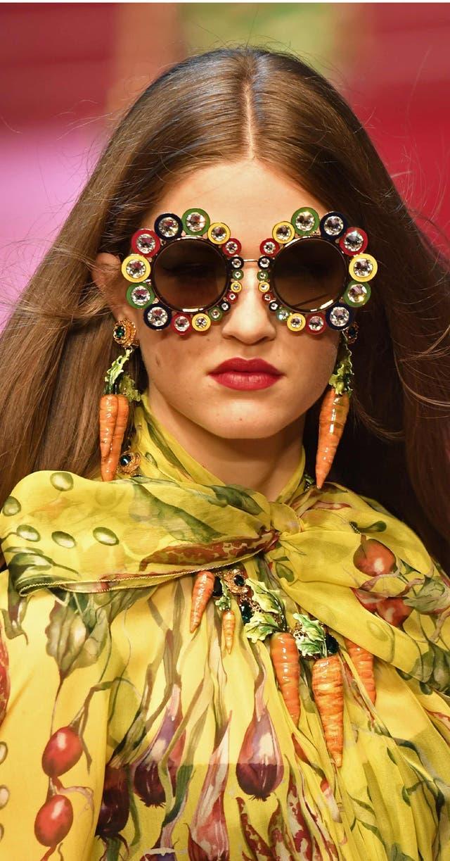 Lúdica y creativa, la vistosa colección de occhiali de D&G
