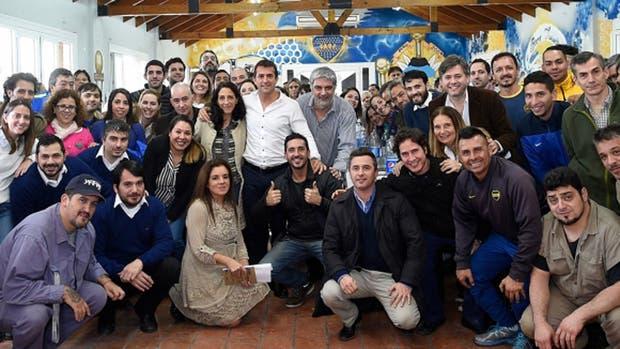 Gribaudo, junto a los empleados de Boca